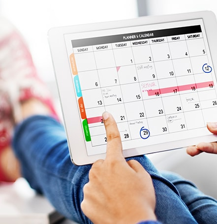 booking dental appointment on calendar